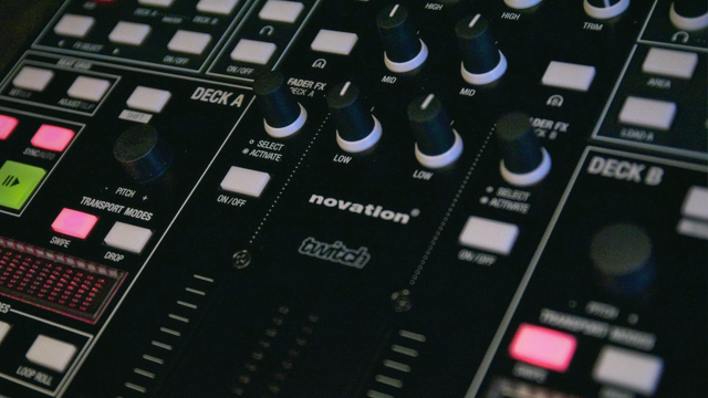 Novation-Twitch-Dj-Controller-and-Serato-Itch