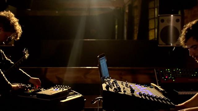 darkside-live-performance-nicolas-jaar,-
