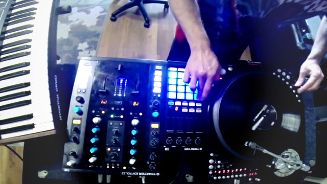 Teeko Routine featuring Traktor Kontrol F1 and Z2