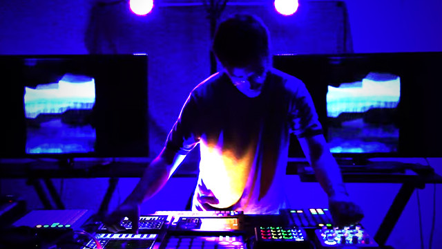 rheyne-live-jam-twister