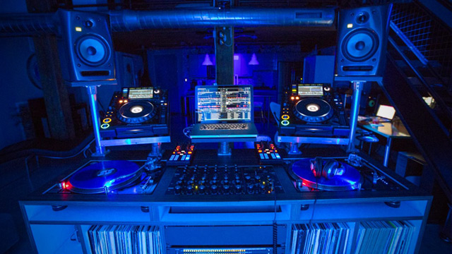 Dj Set Ups : incredible dj booths show your dj setup winner dj techtools ~ Vivirlamusica.com Haus und Dekorationen